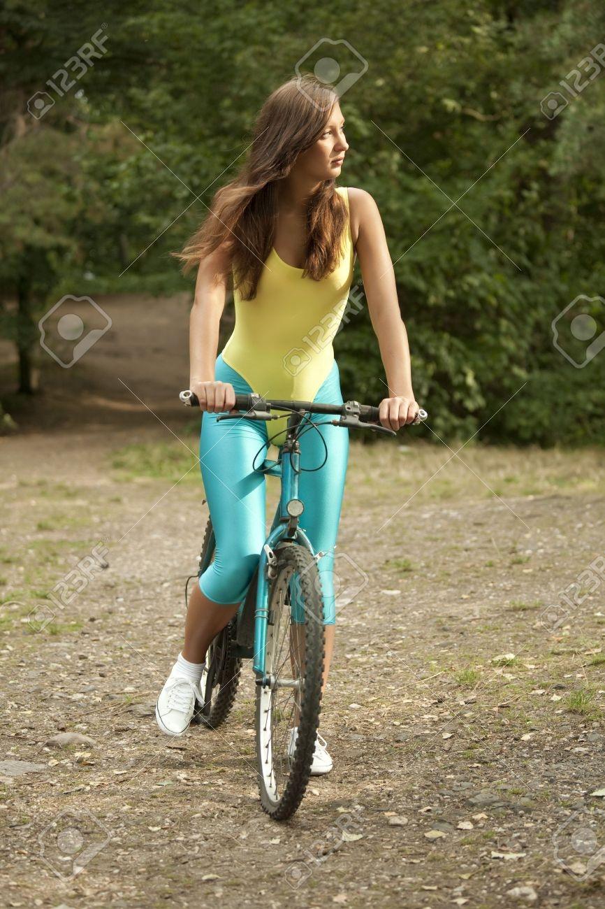 レオタードで自転車